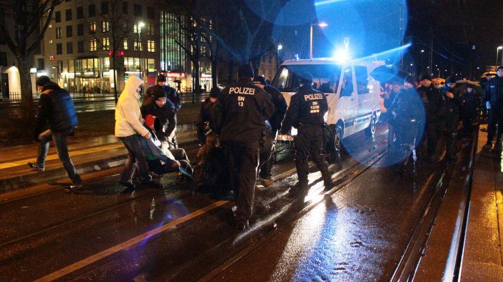 Die Polizei prüft diesen Vorfall an der Waisenhausstraße. (Foto: © News-Photo.de)