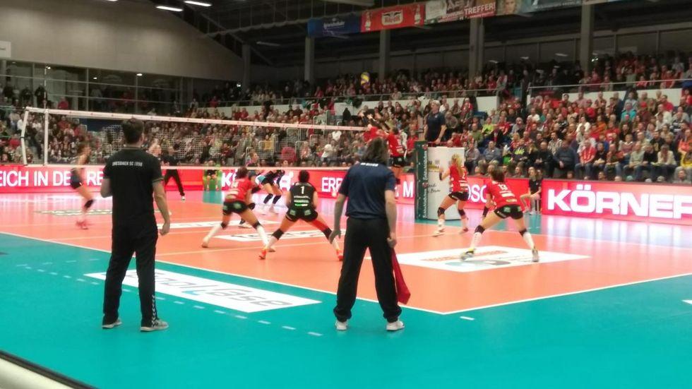 Die DSC-Volleyballerinnen gewinnen ihr letztes Spiel 2018 mit 3:0 gegen Wiesbaden.