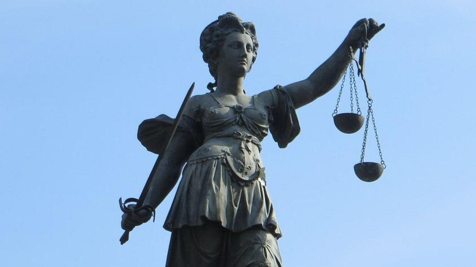 Ein Richter muss den Einsatz der elektronischen Fußfessel festlegen. Foto: Pixabay