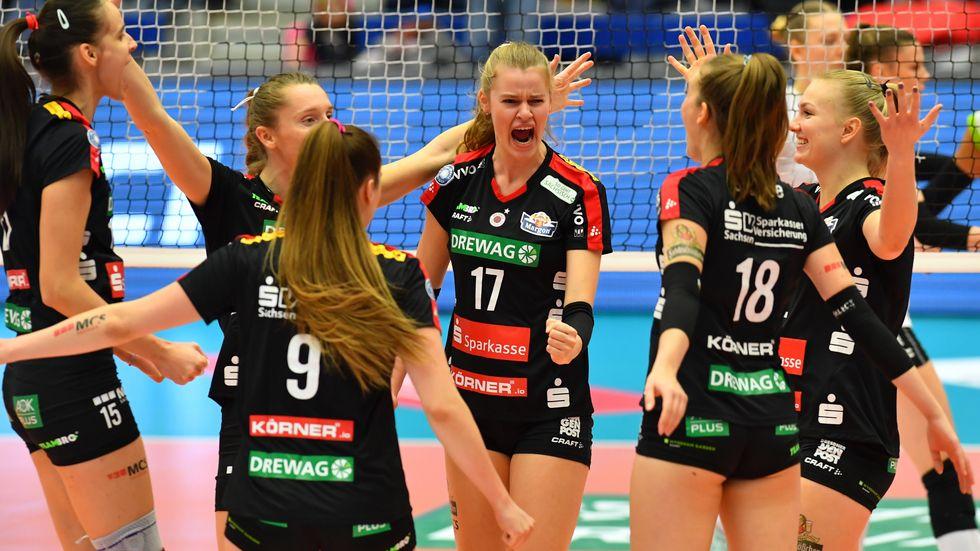 Der DSC um Nationalspielerin Camilla Weitzel jubelt über den Final-Einzug, Foto (c): imago images / Hentschel