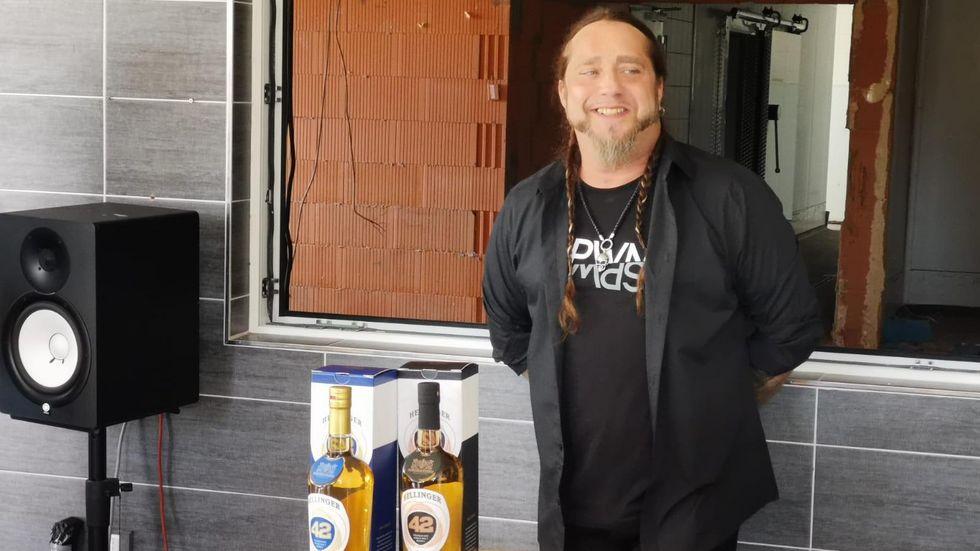 Auch Sänger Martin Kesici stattete der Whisky Manufaktur vergangene Woche einen Besuch ab. © Mirjam Köfer