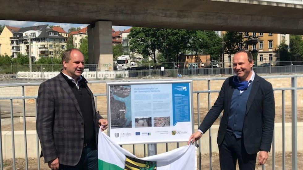 Oberbürgermeister Dirk Hilbert und Umweltminister Wolfram Günther beim offiziellen Abschluss der Arbeiten am Weißeritzknick. Foto: Rocco Reichel
