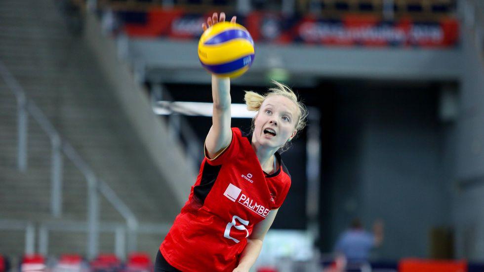 Nationalspielerin Jennifer Geerties schlägt jetzt für den DSC auf.