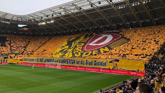 Choreographie der Dynamofans gegen Magdeburg.