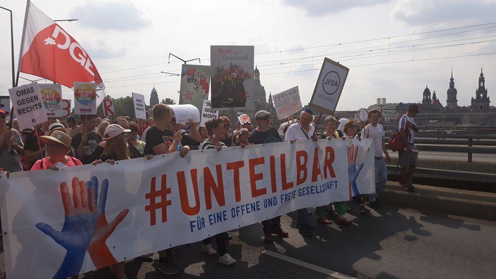 14:30 Uhr: Der Anfang des Demonstrationszuges auf der Carolabrücke. Foto: Ulli Ludwig