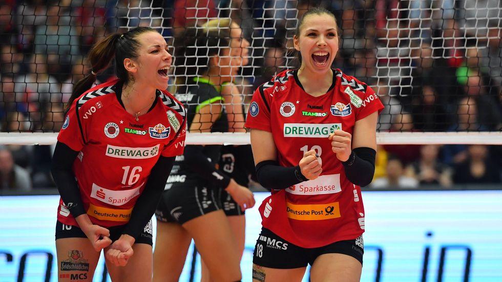 Die DSC Volleyballerinnen freuen sich über den Sieg gegen Aachen (Foto: (c) imago/Hentschel