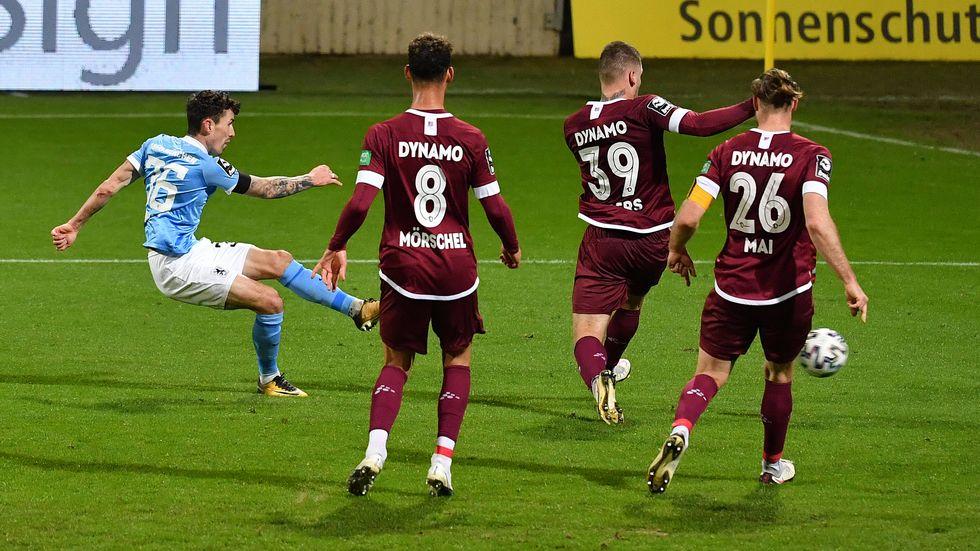 Philipp Steinhardt erzielt das 1:0 für 1860 München