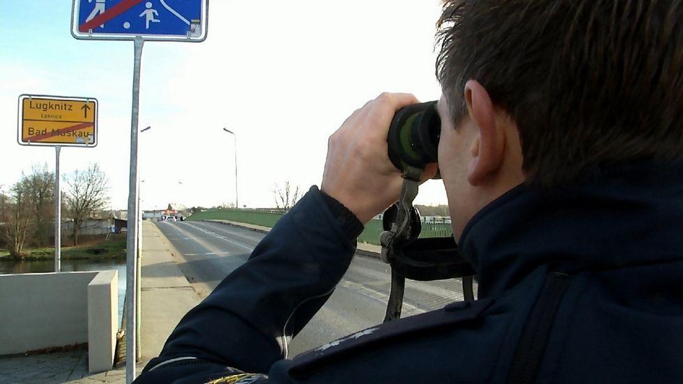 Bundespolizeistreife am Grenzübergang Bad Muskau.