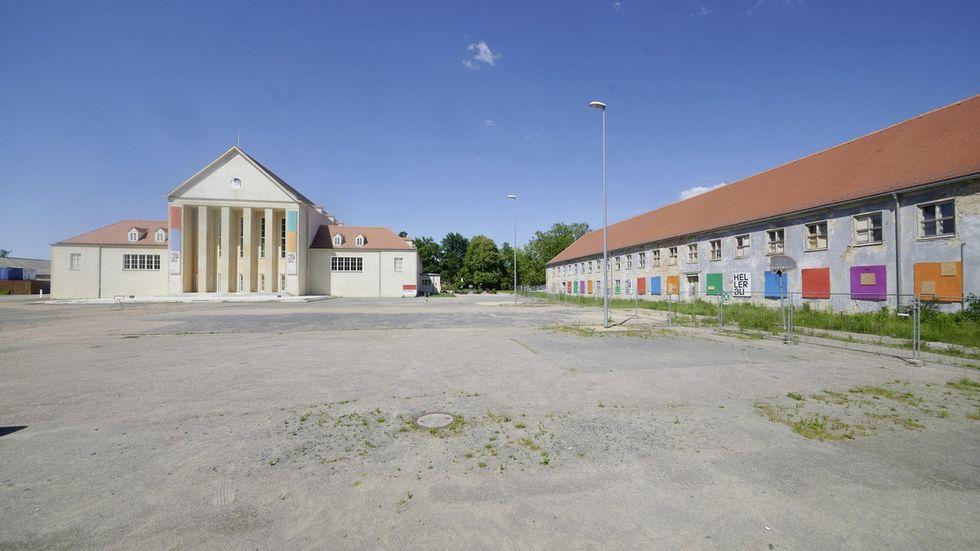 Das Gebäudeensemble des Festspielhauses Hellerau wird vollendet.