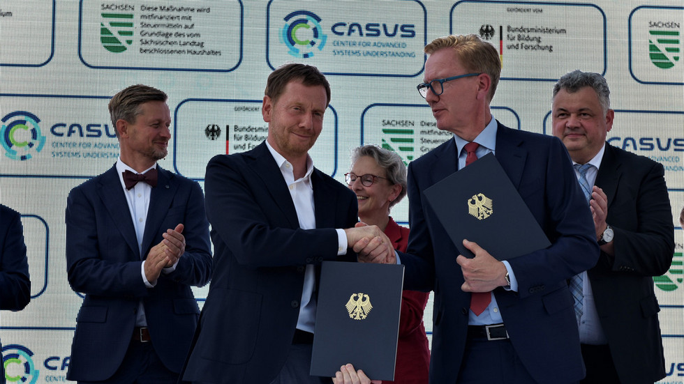 Vertrag unterzeichnet - über 250 Millionen Euro für Görlitz (Sachsens Ministerpräsident Michael Kretschmer und Wolf-Dieter Lukas, Staatssekretär im Bundesforschungsministerium)